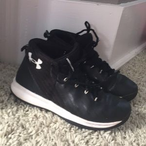 Boys Under Armour hi top shoes size 3